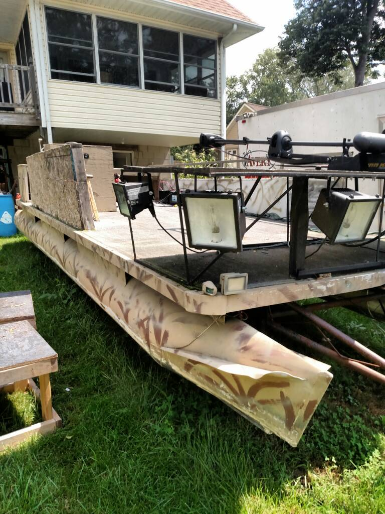 20 39 pontoon duck blind bowfishing boat michigan for Bow fishing platform