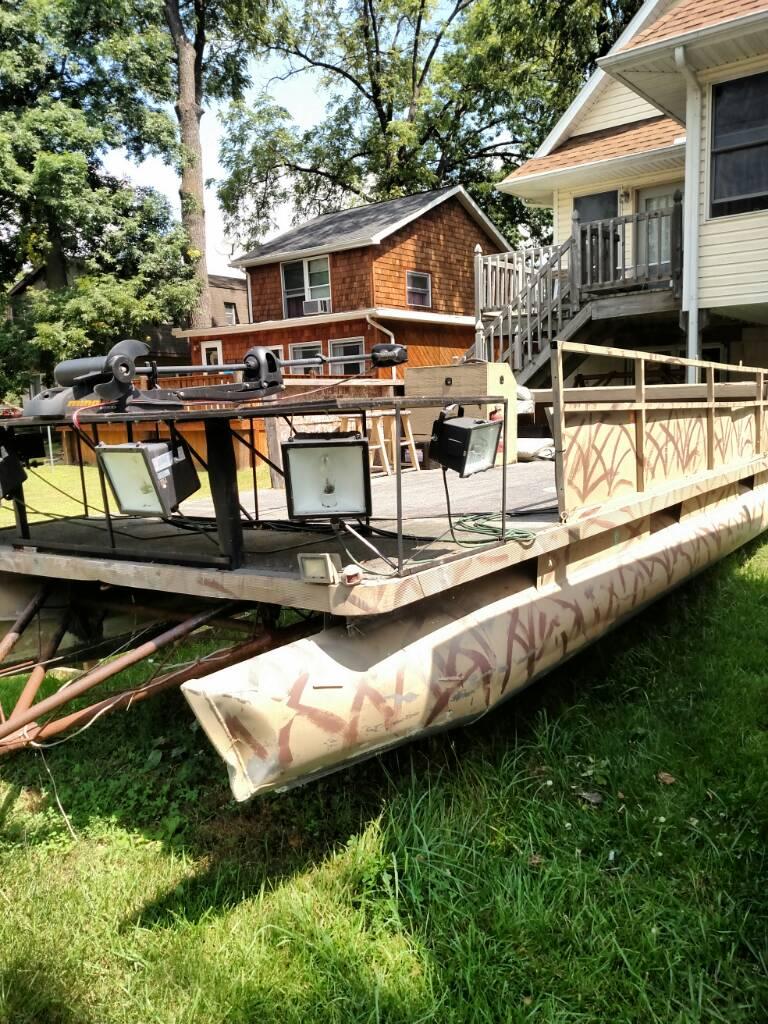 20 Pontoon Duck Blind Bowfishing Boat Michigan